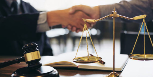 cuánto gana mensualmente un abogado en chile