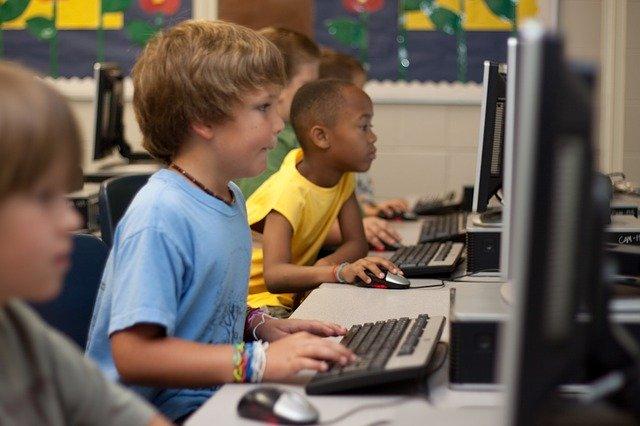 Estudiantes beneficiados con bono logro escolar
